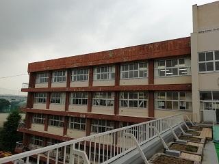 第2校舎の壁(BEFORE)