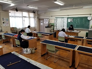 特別教室での授業(書道)